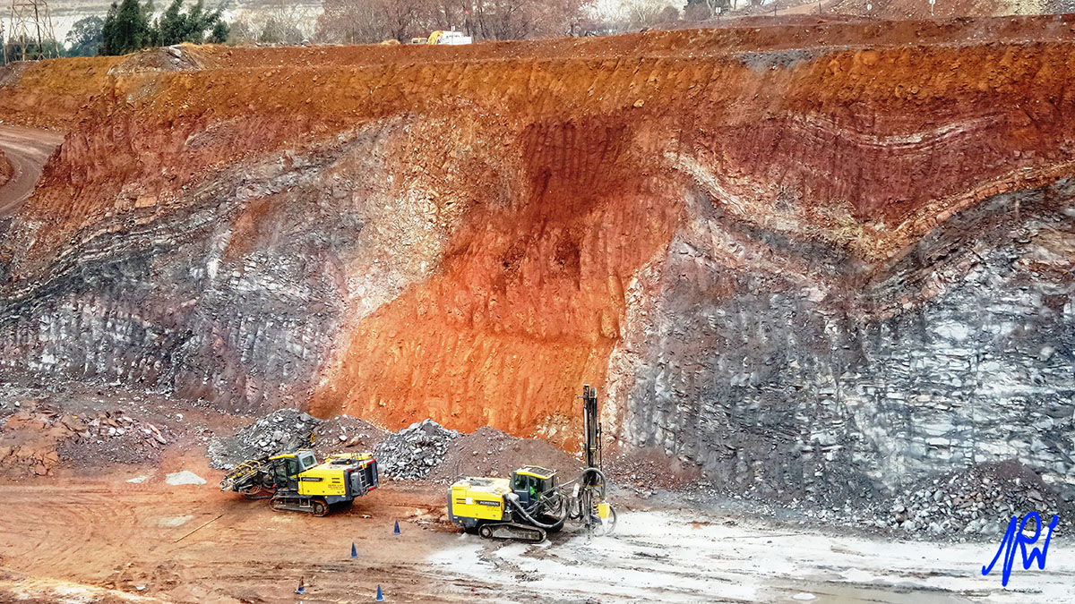 Situated in the West Rand Basin (west of Witpoortjie Fault) on the old West Rand Cons property. The Kimberley Reef is being mined in open pit format. The BRF is incised over the WRF and plunges to the SSE. (contributed by Peter Walters, Mintails Mining SA)
